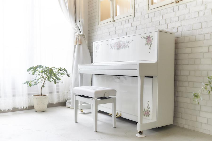 白いピアノピンクローズ