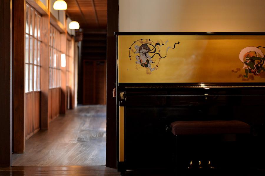 風神雷神アップライトピアノ